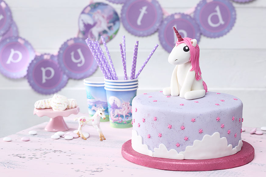 einhorn geburtstag kuchen kindergeburtstagtorte zuckerpaste bilder einhorn geburtstag kuchen. Black Bedroom Furniture Sets. Home Design Ideas