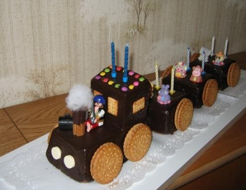 eisenbahn torte mit kekse schokoladen kuchen kindergeburtstagskuchen bilder eisenbahn torte mit. Black Bedroom Furniture Sets. Home Design Ideas