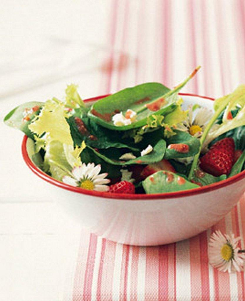 erdbeeren mit spinat und feta bilder erdbeeren mit spinat und feta foto. Black Bedroom Furniture Sets. Home Design Ideas