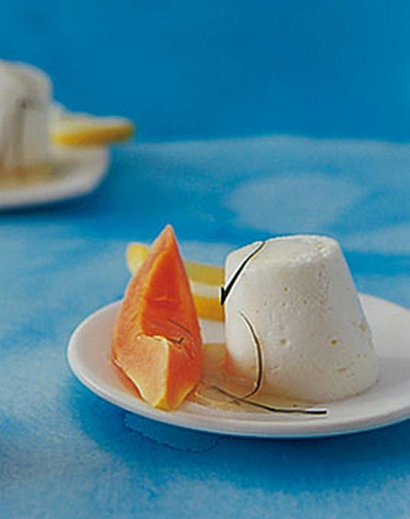 zitronen mousse mit jogurt und papaya bilder zitronen mousse mit jogurt und papaya foto. Black Bedroom Furniture Sets. Home Design Ideas
