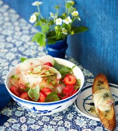 erdbeer kohlrabi salat mit taleggio crostini bilder erdbeer kohlrabi salat mit taleggio crostini. Black Bedroom Furniture Sets. Home Design Ideas